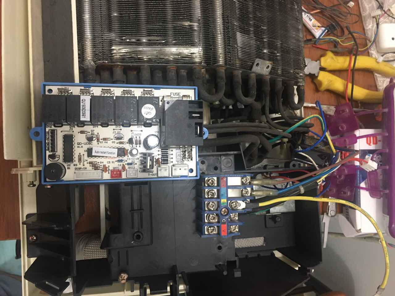 Wiring the electric box of the indoor split unit